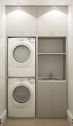 19 Most Beautiful Vintage Laundry Room Decor Ideas (eye-catching looks). Modern Bathroom Designs For Small Spaces Laundry Room Layouts, Laundry Room Remodel, Small Laundry Rooms, Laundry Room Organization, Laundry In Bathroom, Small Bathroom, Bathroom Ideas, Hidden Laundry, Boho Bathroom