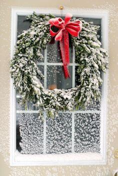 Le calme après la tempête... Et que trouve-t-on derrière cette porte ?  Hummm... pour moi ça sent bon le chocolat chaud, crémeux à souhait sous une énorme couette... Vive l'hiver !