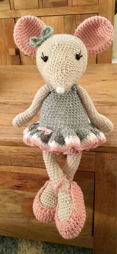 Beautiful ballerina mouse, handmade with 100% cotton in fondant and blush pink. She stands around 16 inches tall and would make a lovely gift for little girl. Can be made to order in any chosen colours.