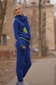 """Кофты и свитера ручной работы. Ярмарка Мастеров - ручная работа. Купить Вязаный костюм """"Стильный город"""" из 100% мериноса. Handmade."""