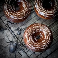 These bakedHalloween Spider Web Doughnuts are easy to make and look fab on your party table!
