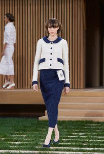 Looks from the Spring-Summer 2016 Haute Couture show on the CHANEL official website