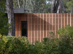 the 'pop-up house' concept by french design and architecture firm multipod studio challenges current passive construction techniques. Pop Up Haus, Casa Pop, Front Yard Fence, Small Fence, Brick Fence, Horizontal Fence, Pallet Fence, Cedar Fence, Bamboo Fence
