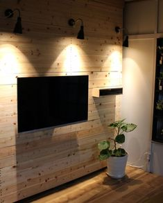 ラブリコで壁を作りテレビを壁掛けにDIYするアイデア | DIY MAGAZINE Bedroom Tv Wall, Living Room Tv Unit Designs, Home Tv, Diy Pallet Furniture, Wall Mounted Tv, Diy Interior, House Layouts, Wood Wall, New Homes