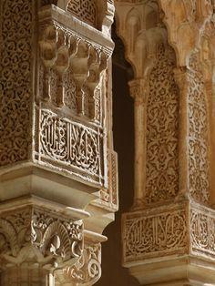 Nasrid Palaces Columns, Alhambra, UNESCO World Heritage Site, Granada, Andalucia, Spain, Europe Lámina fotográfica.
