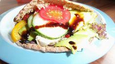 So eine prall gefüllte Pitatasche von Anne (mit Gemüse, Hummus, Avocado...) möchte ich auch für meine Mittagspause nächste Woche! Jeden Tag!