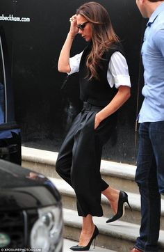 Victoria Beckham.. VB Fall 2014 look.. monochrome chicness..... - Celebrity Fashion Trends