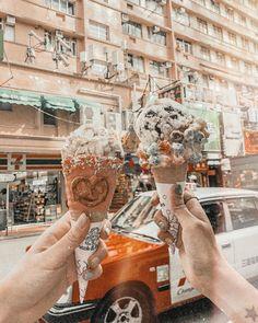 W a k a n a 🥕さんはInstagramを利用しています:「.  Emack&Bolios♥️  有名なアイスクリーム屋さん🍨 アメリカ発の可愛いお店なんだけど 香港のホテルの近くにあったから行ってきたよ😍🌼  アイス大好きな人は絶対行って欲しい!  沢山の可愛いコーンから選んで(2枚目)…」 Hong Kong, Instagram