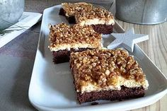 """Blechkuchen """"Gebrannte Mandeln"""" Sheet cake """"Burnt almonds"""", a tasty recipe from the category cake. Baking Tips, Baking Recipes, How To Make Pizza, Pudding Desserts, Roasted Almonds, Bakery, Food And Drink, Yummy Food, Nutrition"""