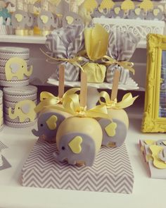 39 Ideas Baby Shower Ideas Decorations Unisex For 2020 Baby Shower Brunch, Baby Shower Cakes, Baby Shower Favors, Baby Shower Parties, Baby Shower Themes, Shower Ideas, Unisex Baby Shower, Baby Shower Yellow, Baby Boy Shower