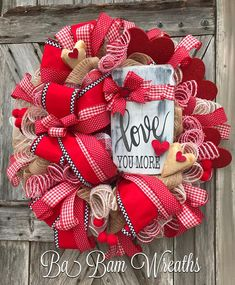 awesome 40 Beautiful And Creative DIY Valentine Decoration Ideas For Your Home Valentine Day Wreaths, Valentines Day Decorations, Valentine Day Crafts, Holiday Wreaths, Spring Wreaths, Tulle Wreath, Diy Wreath, Wreath Making, Burlap Wreath