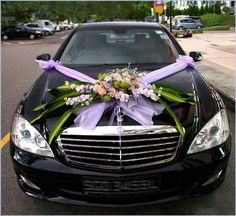 Wedding Car Decoration Ideas With Purple Ribbon And Flowers Hochzeitsauto-Dekorations-Ideen mi. Wedding Car Ribbon, Wedding Bells, Wedding Ceremony, Car Wedding, Garden Wedding, Sports Wedding, Purple Wedding, Wedding Flowers, Homecoming Parade