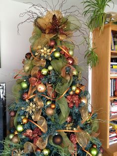 Rustic Christmas Tree Decoration With Green Mesh Ribbon And Most Seen Pictures In The Decorating Ideas ...
