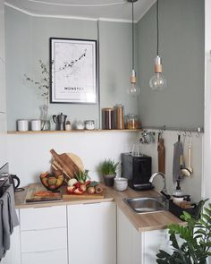 A small practical and functional kitchen with a nice deco asset. - A small practical and functional kitchen with a nice deco asset. Küchen Design, House Design, Home Design Decor, Home Decor, Kitchen Interior, Kitchen Decor, Ikea Interior, Functional Kitchen, Interior Inspiration