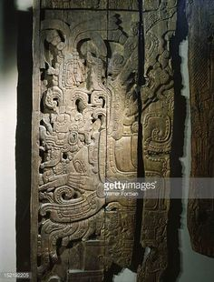 detail-of-a-carved-wood-lintel-from-temple-iv-at-tikal-collected-in-picture-id152192205 (465×612)