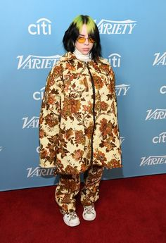 One of Billie Eilish's best looks yet! love quotes ideas life you moms style party funny event ideas celebration celebration ideas celebrity hairstyles pictures dinners makeup celebration ideas hair birthday celebrity celebrations board Billie Eilish, Burberry, Gucci, Spice Girls, Saturday Night Live, Celebrity Outfits, Celebrity Style, Celebrity Moms, Celebrity Quotes