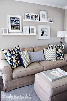 Living room shelves above couch small spaces ideas Living Room Grey, Small Living Rooms, Living Room Modern, Living Room Decor, Living Spaces, Room Arrangement Ideas, Living Room Arrangements, Bedroom Arrangement, Shelves Above Couch