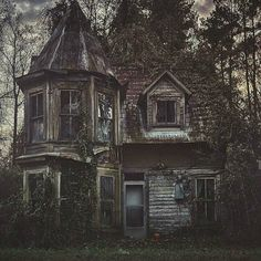 This spooky house is strangely beautiful to me.I guess I just see beauty in places where others do not :) Abandoned Buildings, Abandoned Property, Old Abandoned Houses, Abandoned Castles, Old Buildings, Abandoned Places, Old Houses, Abandoned Malls, Abandoned Vehicles