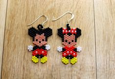 Mickey and Minnie Mouse Earrings - Mickey Mouse Earrings - Minnie Mouse Earrings - Seed Bead Mickey and Minnie Mouse Earrings Fuse Bead Patterns, Beaded Earrings Patterns, Seed Bead Earrings, Bracelet Patterns, Beading Patterns, Pony Bead Crafts, Mickey Mouse Earrings, Seed Bead Projects, Paper Quilling Jewelry