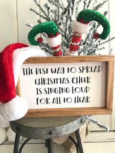 Navidad Simple, Navidad Diy, Christmas Crafts For Gifts, Christmas Projects, Best Christmas Decorations, Decorating For Christmas, Elf Decorations, Christmas Decorations For Apartment, Diy Christmas Room Decor