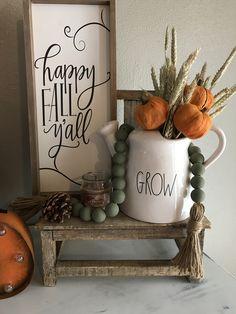 34 Amazing Crafty DIY Farmhouse for Fall Decor Ideas - Farmhouse Decor - Apartment Decor Rustic Fall Decor, Fall Home Decor, Autumn Home, Fall Decor Signs, Fall Signs, Fall Table, Porch Decorating, Decorating Ideas, Fall Diy