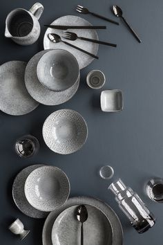 Nordic Sea stoneware range, Broste Copenhagen The Nordic Sea range is one of Broste Copenhagen's most popular stoneware ranges. Inspired by the rough shores of the North, the range is made of handmade stoneware pieces in a lovely blue-grey color palette. Ceramic Tableware, Ceramic Pottery, Kitchenware, Sand Collection, Broste Copenhagen, Beautiful Table Settings, Dinner Sets, Nordic Design, Decoration Table