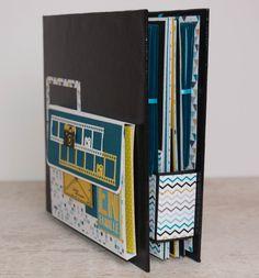 Aujourd'hui je viens vous montrer un album que j'ai réalisé pour une de mes collègues. Elle le souhaitait dans les tons bleu canard, jaune moutarde et noir. J'y ai rajouté une bonne touche de blanc pour éclaircir le tout. Elle souhaitait aussi une déco... Mini Albums Scrapbook, Photo Album Scrapbooking, Diy Mini Album, Paper Purse, Album Design, Office Supplies, Layout, Minis, Big Shot
