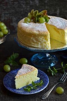 Sernik japoński - niebo na talerzu Sweet Recipes, Cake Recipes, Polish Recipes, Polish Food, Cheesecake Desserts, Vanilla Cake, Sweet Tooth, Food And Drink, Sweets