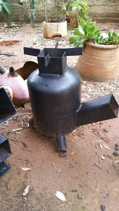 rocket stove and grill Rocket Stove Design, Diy Rocket Stove, Rocket Mass Heater, Rocket Stoves, Fire Pit Grill, Diy Fire Pit, Welding Art Projects, Metal Projects, Gas Bottle Wood Burner