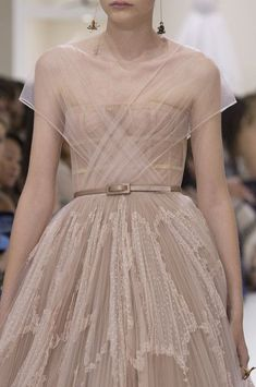 Christian Dior at Couture Fall 2018 - Dior Dress - Ideas of Dior Dress - Christian Dior at Couture Fall 2018 Details Runway Photos Fall Fashion Trends, Trendy Fashion, Runway Fashion, High Fashion, Autumn Fashion, Womens Fashion, Fashion Tips, Vintage Fashion, Victorian Fashion