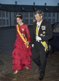 La princesa Mary desvió optó por un vestido de volantes de Jesper Høvring
