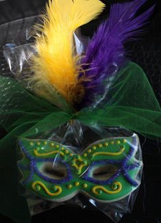 Feathered Mardi Gras Mask Cookie