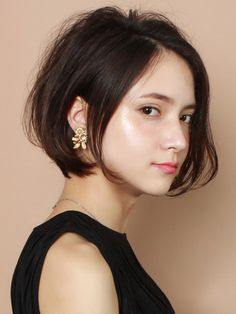 A refined short bob style recommended for adult women! One curl on the hair tip, volume on the bangs and top . Asian Short Hair, Girl Short Hair, Medium Hair Styles, Short Hair Styles, Natural Hair Styles, Crop Hair, Hair Arrange, Short Hair With Layers, Girl Haircuts