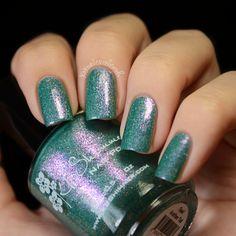 Nails #Nailart www.findiforweddings.com Green