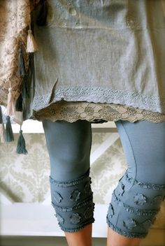Love these leggings!!  Love her blog too.  Wish I knew where to get these clothes.  I love them.  They remind me of anthropology