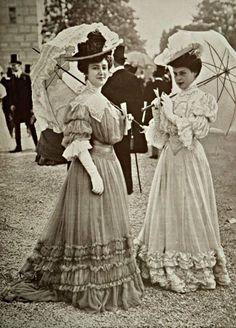 Les Modes — Toilettes vues aux courses, photo by Ed. 1900s Fashion, Edwardian Fashion, Vintage Fashion, Women's Fashion, Ladies Fashion, Gothic Fashion, Fashion Ideas, Fashion 2018, Petite Fashion
