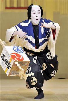 Japanese Kabuki actor, Kanzaburo NAKAMURA was a versatile actor whose credits include farce, period pieces, and Shin Kabuki. Noh Theatre, Theater, Art Japonais, Japan Art, Nihon, Travel Memories, Japan Fashion, Japanese Culture, Japan Travel