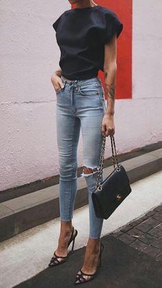 Skinny jeans + stilettos.