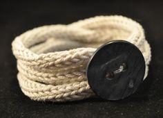 braccialetto multifilo in cotone colore panna di AlwaysLoveAffairs