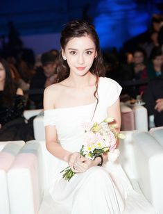 China Entertainment News: Actress Angelababy poses for photo shoot Brunette Actresses, Female Actresses, Black Actresses, Young Actresses, Girl Drawing Pictures, Girl Pictures, Beautiful Girl Photo, Beautiful Asian Girls, Beautiful Women