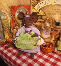 Brambly Hedge ~ Miss Lily Lavender Felt Crafts Patterns, Doll Patterns, Sewing Stuffed Animals, Stuffed Toys, Brambly Hedge, Mouse Pictures, Storybook Characters, Pet Mice, Felt Mouse