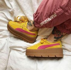 We got a nice list of eighteen ways to experiment with wearing platform shoes! Puma Platform, Platform Sneakers, Shoes Sneakers, Vans Shoes, Pink Summer, Summer Shoes, Fashion Design Books, Shoes For School, Pumas Shoes