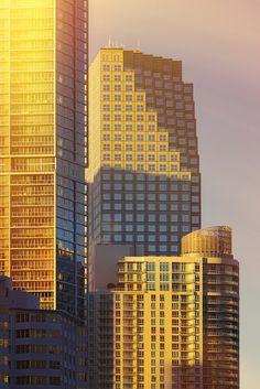 Iluminados o no, las formas arquitectónicas de los edificios de Miami sorprenden y modernizan a esta ciudad costera. http://www.bestday.com.mx/Miami-area-Florida/