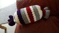 Bonbon cushion for our living room. Jasmin stitch.