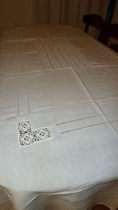 Lenzuola di lino con inserti all 39 uncinetto e ricami ad for Merletti all uncinetto