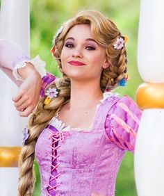 Disney Cosplay at its best! Sora at Disney World! Disney Princess Cosplay, Rapunzel Cosplay, Disneyland Princess, Princess Rapunzel, Disney Cosplay, Princess Bubblegum, Rapunzel Makeup, Disney Makeup, Disney Tangled