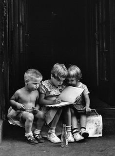 :::::::::::: Vintage Photograph :::::::::::: Three kids sitting on stoop in New York By Elliott Erwitt 1950