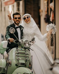 "1,910 Beğenme, 8 Yorum - Instagram'da Semra Akçay - Sanatpare (@semrakcay5261): ""Mutluluk çok yakın aslında "" Cute Muslim Couples, Romantic Couples, Wedding Couples, Cute Couples, Muslimah Wedding Dress, Wedding Hijab, Bridal Hijab, Hijab Bride, Muslim Couple Photography"