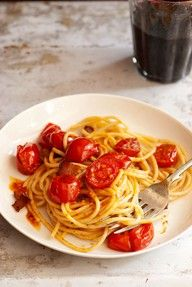 Bacon, rosemary, and tomato pasta. #australia #hellofresh #eatfresh #tomatopasta Eat fresh and healty in Australia.