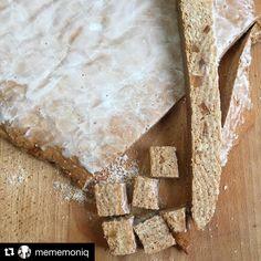 #Repost @mememoniq with @repostapp ・・・ Découpe des leckerlis, les bredele du jour ;) #patisserie #bredele #leckerli #alsace #cuisine #food #homemade #faitmaison N'hésitez pas à nous demander la recette, nous la publierons dans notre bloghttp://cuisine-meme-moniq.com
